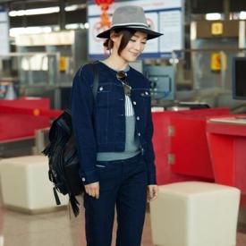 袁姗姗受邀伦敦时装周 牛仔套装玩转街头帅气gril