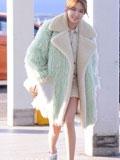 少女时代秀英允儿机场服饰搭配  穿大衣露大腿才是真的美