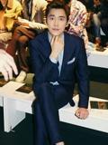 秀霸李易峰2015米兰时装周忙不停 一天三套西装搭配秒杀众菲林