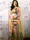 杨幂赴英参加伦敦电影节 印花礼服长裙搭配被赞东方美