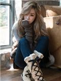 少女时代Tiffany黄美英服装搭配 温暖毛衣写真展迷人笑眼