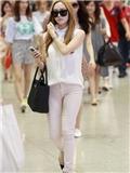 少女时代郑秀妍林允儿穿衣搭配 机场时尚最爱白衬衣