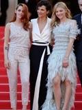 克里斯汀·斯图尔特和科洛·莫瑞兹同穿香奈儿现身Sils Maria戛纳首映