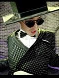 权志龙MV《疯狂GO》服装搭配 夸张与疯狂完美结合