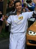 李冰冰伦敦奥运火炬传递图片 白色运动休闲套装显活力十足