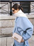 浅蓝色大衣搭配图片女,浅蓝色大衣怎么搭配,浅蓝色大衣如何搭配