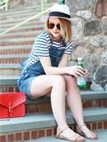 牛仔背带短裤搭配全身图片 4种清凉搭配hold住时尚潮流