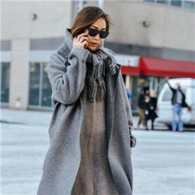 灰色大衣街拍图片,深灰色大衣街拍,烟灰色大衣街拍