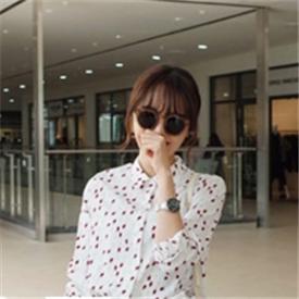 2015韩国春季时尚街拍 衬衫美搭穿出清新浪漫感