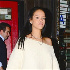 欧美明星蕾哈娜时尚街拍 小露香肩慵懒性感