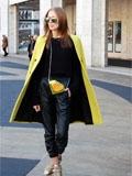 欧美最新时尚街拍 大衣披着穿更有范儿