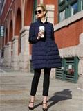 欧美潮人冬季时尚街拍 示范中长款羽绒服显瘦搭配