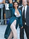金·卡戴珊最新欧美街拍图片 身披睡袍大秀丰胸巨乳(图)