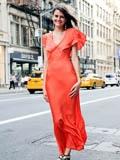 欧美八月连衣裙街拍图片 优雅时尚精彩出行(图)