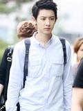 EXO朴灿烈机场街拍图片合集 男神帅气可爱萌萌哒(图)