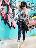 呛口小辣椒最新时尚街拍 百变风格紧抓时尚的尾巴