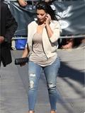 金·卡戴珊最新欧美街拍图片 紧身裤展现逆天翘臀(图)