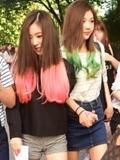 SM新女团Red Velvet最新街拍图 吸睛染色发尾魅力十足