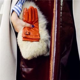 一款时髦包包 如何是女博主们的街拍心机