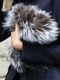 冬季女士皮草手拿包图片 心机凸显奢华时髦存在感