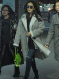 呢子大衣+Chanel包包搭配 杨幂出街就爱这个时尚范