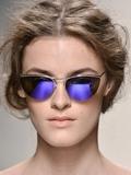 夏季彩虹色镜面墨镜搭配出街 走向时尚生活的特效药