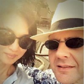 金星晒与老公恩爱合照 庆祝结婚11周年