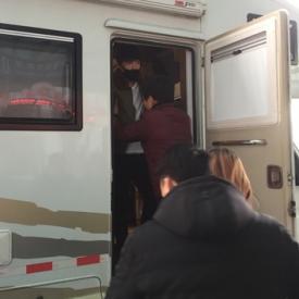 张艺兴拍戏摔伤后视频曝光 紧急赶往韩国治疗