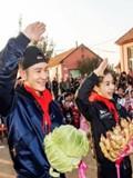 黄晓明angelababy婚后合体现身 返家乡青岛做公益