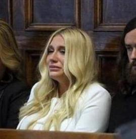 女星败诉痛哭 私生活糜烂被性侵长达10年