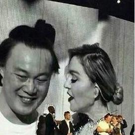 麦当娜陈奕迅同台大玩SM 老婆孩子台下跌掉下巴