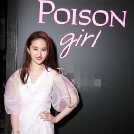 刘亦菲穿薄纱裙亮相甜笑妩媚 天仙攻模式开启停不下来