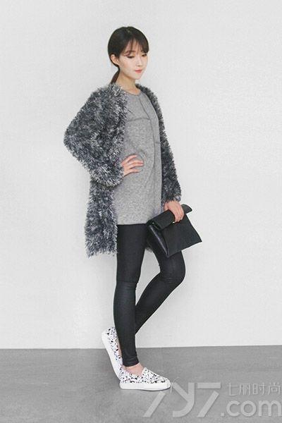 冬天大家是不是都想缩进暖和的毛衣里呢?毛衣不仅仅用来打底,现在有越来越多好看的毛衣外套啦!清新又温暖,舒适时髦的毛衣外套也有很多种不同风格的搭配喔,一起来看看吧!