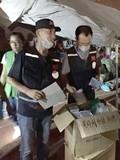 黄晓明Angelababy为津市民发口罩 捐献物资已抵达前线