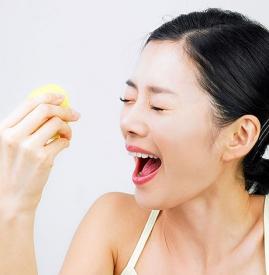 柠檬敷脸为什么会疼,用柠檬敷脸为什么疼,为什么柠檬敷脸脸会痛
