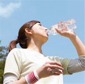 怎样喝水才能减肥,怎么喝水才能减肥,喝水怎么减肥