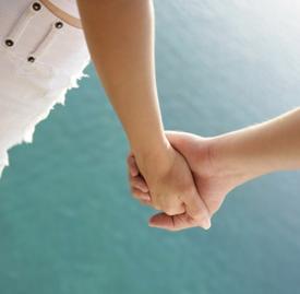 第一次约会能牵手吗,第一次约会可以牵手吗,第一次