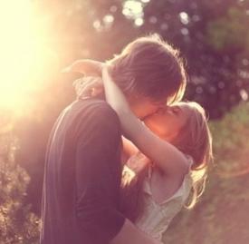 接吻时男生的小动作,男生接吻时小动作,接吻男生的小动作