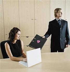 分析发生办公室恋情的多种情况 到底是谁在诱惑谁