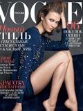 卡莉克劳斯登Vogue杂志封面 穿香奈儿针织衫秀性感美腿