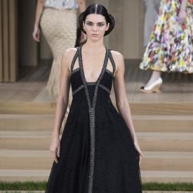 Chanel2016春夏高订秀场直击 优雅出革命的奢华艺术