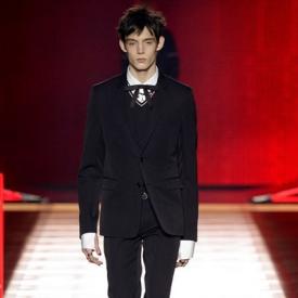 Dior Homme2016秋冬男装大秀 红黑玫瑰绽放迷幻美梦