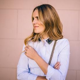 Julia Engel:钉珠包裙能给你的不止是职业