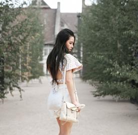 Chloe Ting:白色露背搭出甜美气质