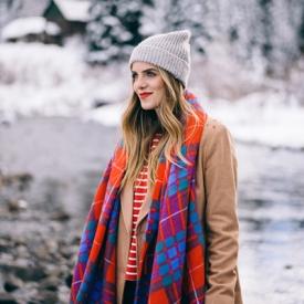 Julia Engel:一条围巾给与白雪一抹暖色