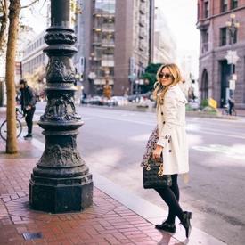 Julia Engel:阳光午后下的碎花短裙