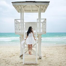 Chloe Ting:夏日海边飘逸白裙造型