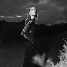 嘉拉·法拉格尼 (Chiara Ferragni)暗夜中的黑白精灵
