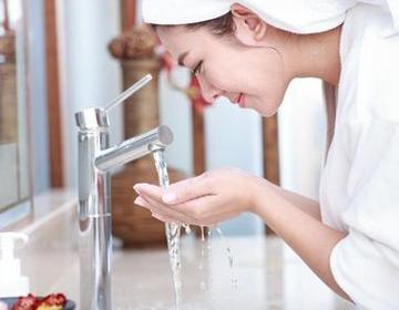 洗脸的正确方法,洁面的正确方法